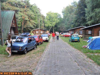 ...ludzi na campingu przybywa...