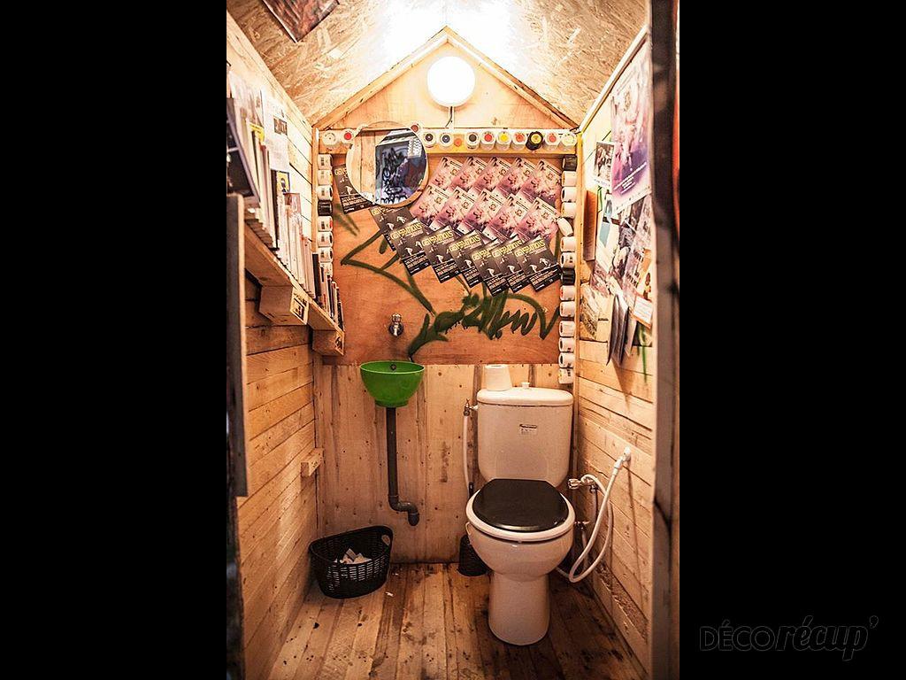 de toilette d un bar en bois palette