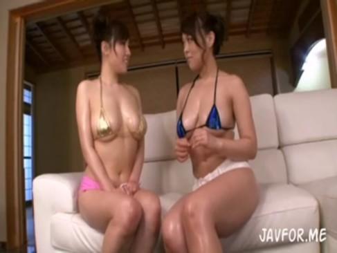 人気女優の中森玲子と長澤あずさが水着姿で全身にオイルを塗って淫乱なレズプレイをしてるrezu動画