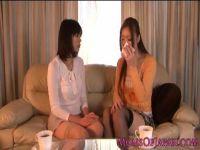 夫婦生活に悩みを抱える長身美人妻達が慰め合うようにレズビアンプレイに没頭する女性用無料動画