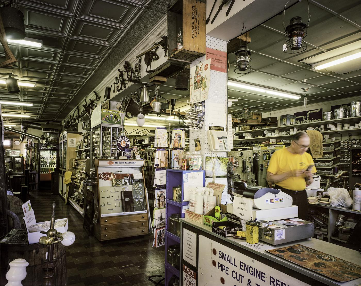 Market Street Hardware © Charles Mintz