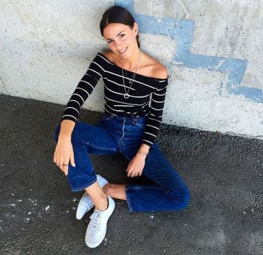 fashion-street-style-look-jeans-blusa-ombro-a-ombro-listras