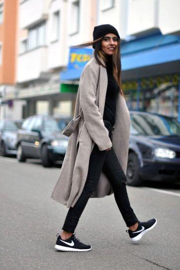 c1813e6d2fc6c51d714981de78a4dc25--trenchcoat-outfit-nike-sneakers