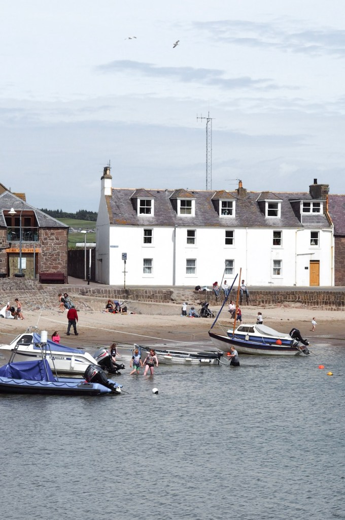 Hiking in Aberdeenshire Stonehaven harbour