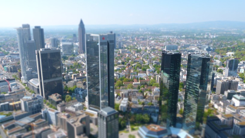 Expats in Frankfurt - chances and problems [Foto Frankfurt Skyline: © reisen-sehenswuerdigkeiten.de / pixelio.de]