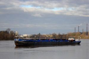 Hochwasser am Rhein - Januar 2011 - Eiltanker 113 vor Anker, Foto: Inge Bradinal