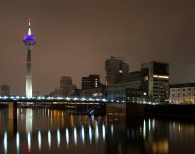 Hafen Düsseldorf bei Nacht