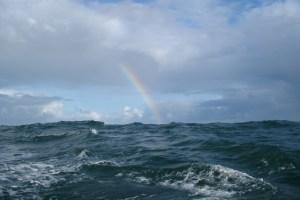 Einsteigen in die Rettungsinsel 12.11.2016 - Nordsee - hoher Seegang und Regenbogen