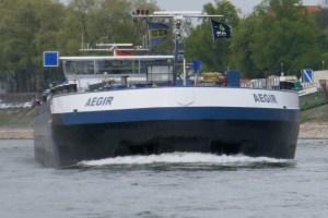 Binnenschiff MS Aegir mit blauer Tafel
