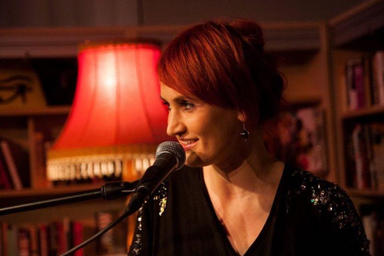 Carmen Underwater singt im SKU Seglertreff