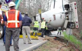 Propane Truck Overturns, Closes Gordon Road