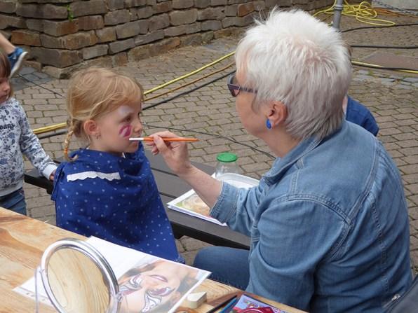 Kinderschminken mit Vorstandsmitglied Eva Rode