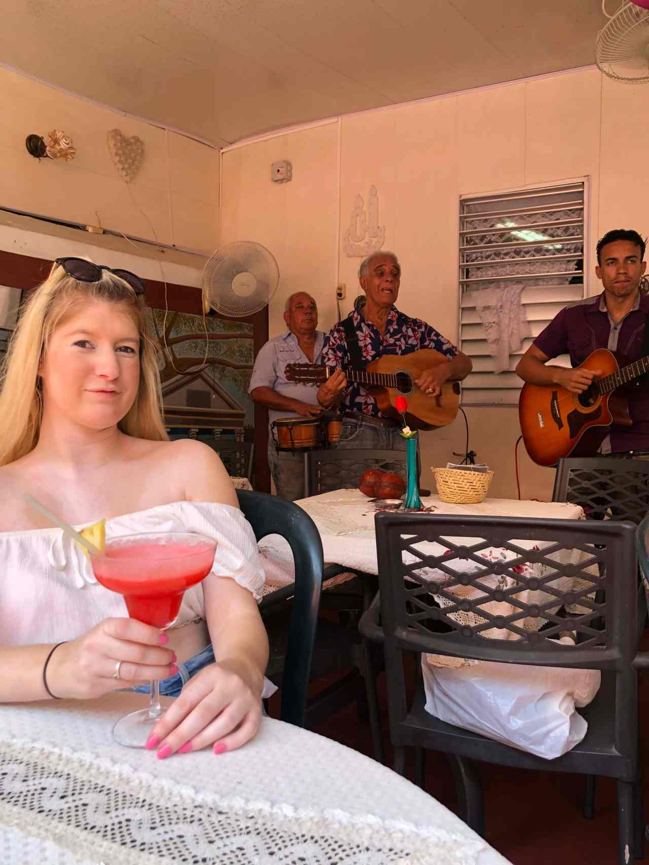 Lunchtime daiquiri with live music Havana