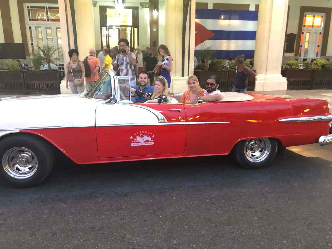 Classic car tour Havana Hotel inglaterra