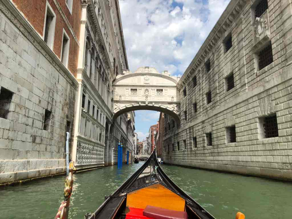 gondola ride bridge of sighs