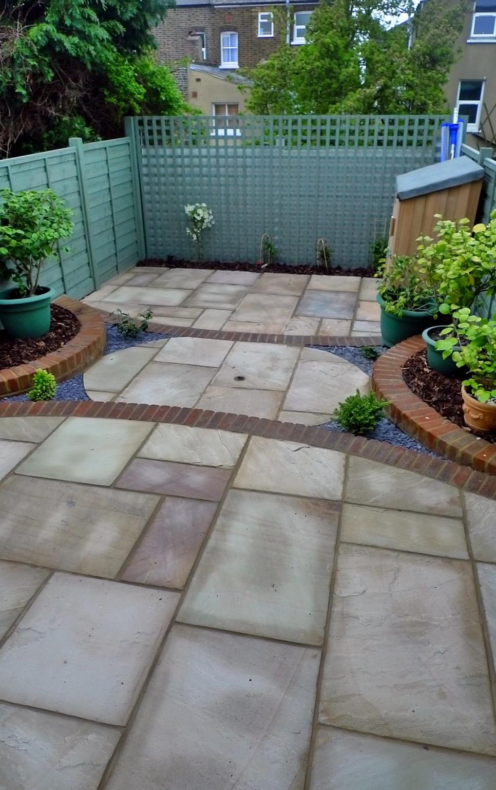 Circles Of Paving Sandstone Brick Edge Raised Beds London London Garden Blog