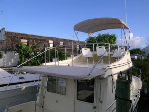 Aft canvas cockpit bimini