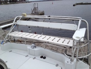 Addition of cockpit bench seat with davit arch