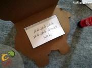 4-يلصق الاوراق بداخله