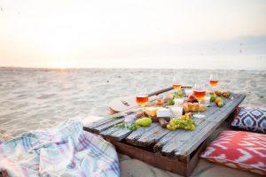 alcohol and diabetes dinner table on the beach