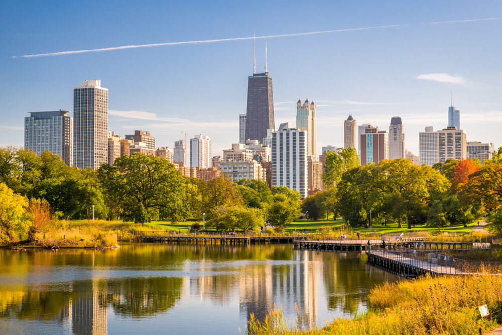 chicago-illinois-skyline-view-from-water-2021