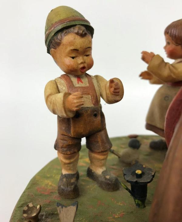 Anri Italy Thorens Swiss Carved Wood Dancing Music Box