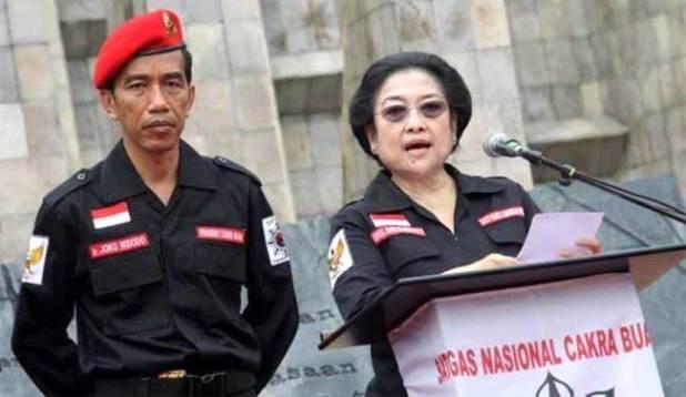 Mantan Gubernur DKI Jakarta Joko Widodo bersama Ketua Umum PDIP Megawati Soekarnoputri.