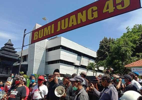 Massa Surabaya Adalah Kita