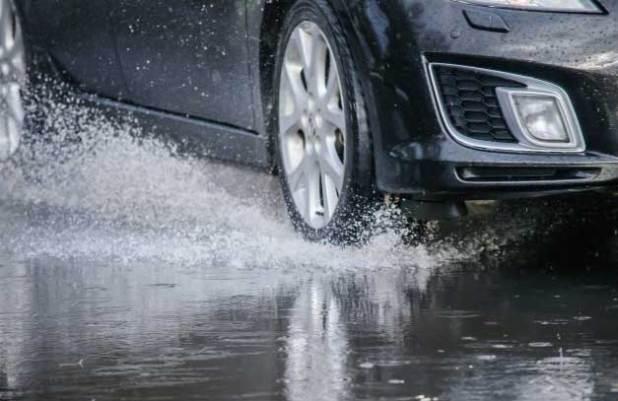 genangan air di jalan