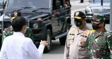 Presiden Joko Widodo bersama Petinggi TNI dan Polri.