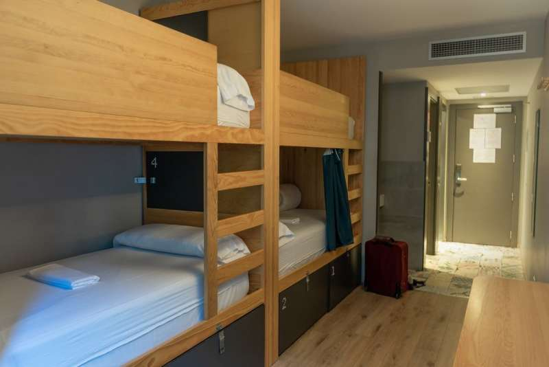 Yeah Barcelona - spacious 4-bed female dorm