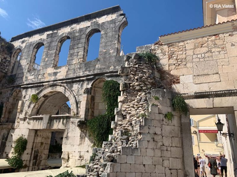 Diocletian Palace gate - Split_RiA Vistas