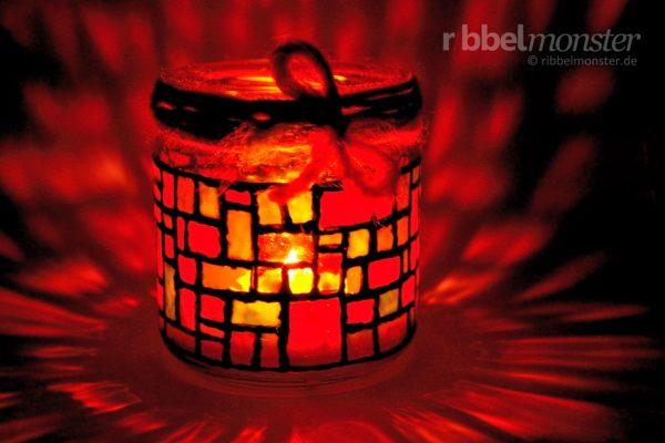 Weihnachtliches Mosaik Windlicht basteln - gratis Anleitung - kostenlose Bastelanleitung