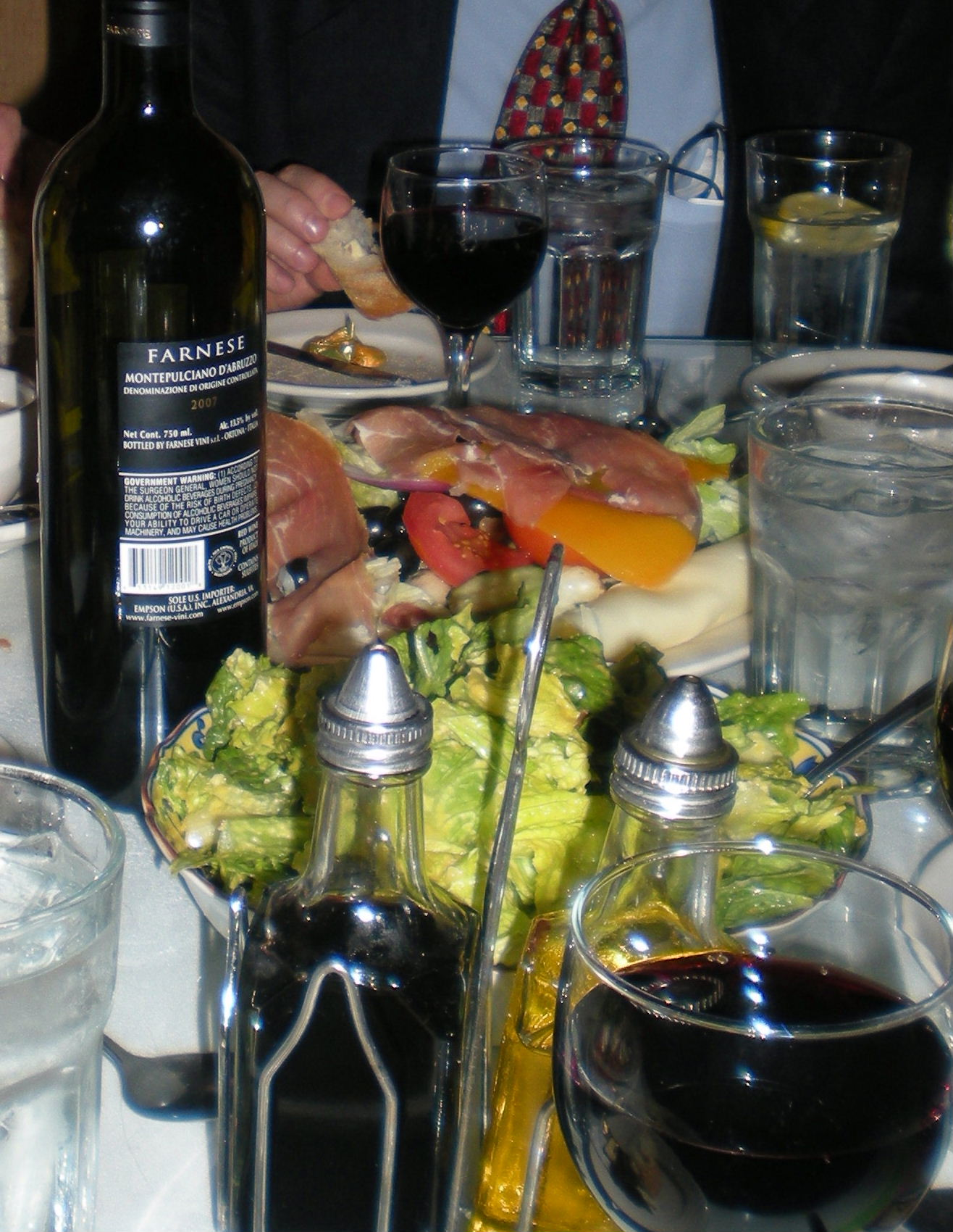 Farnese Montepulicano d'Abruzzo with appetizers