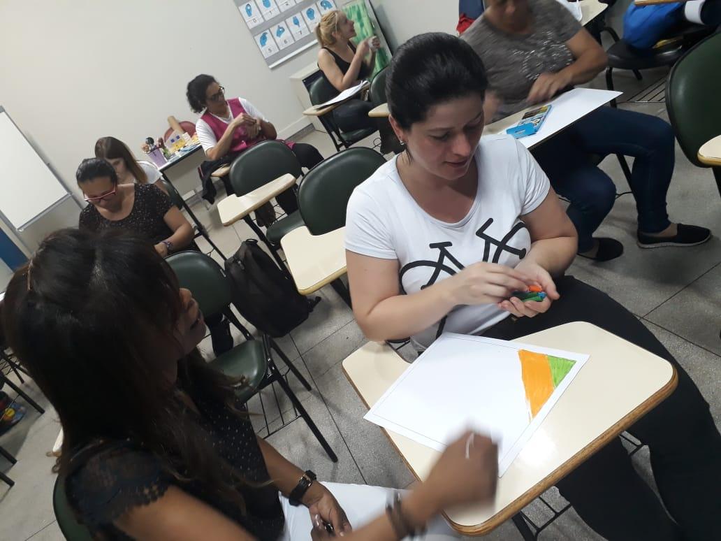 Professores de Ribeirão Pires participam de formação sobre técnicas artísticas