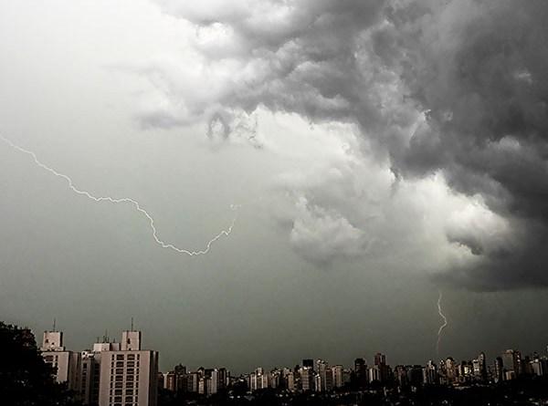Raios sobre São Paulo - foto Ricardo Hage