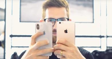 Um Fotógrafo Profissional analisando a câmera do iPhone X