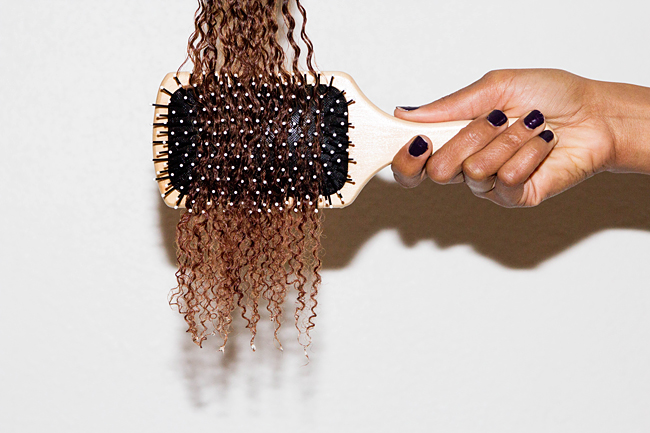 Come pettinare i capelli ricci? Consigli per evitare ricci crespi e non definiti