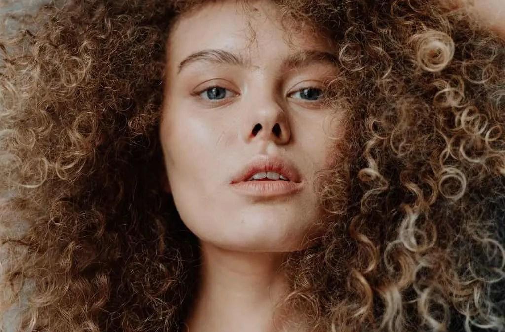 Cristalli liquidi naturali per capelli ricci luminosi e definiti? K- Hair di Alkemilla
