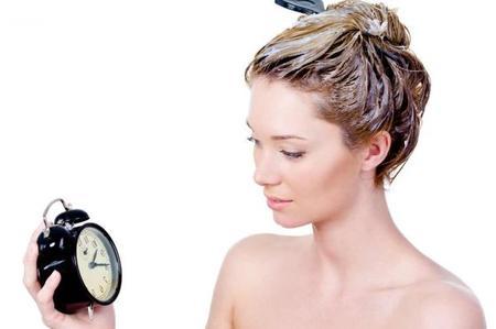 8 situazioni che solo le donne con i capelli ricci possono capire: non posso uscire devo lavare i miei capelli ricci!