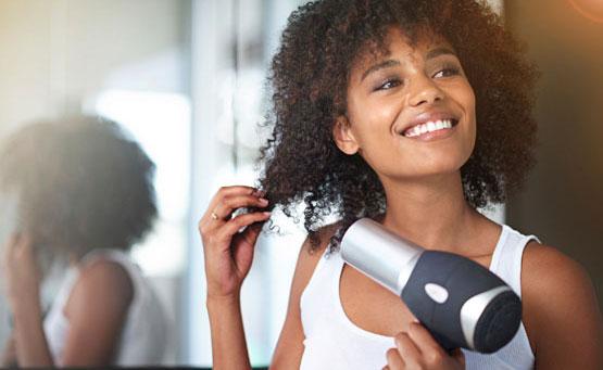 Styling capelli ricci: le migliori tecniche per ricci al top