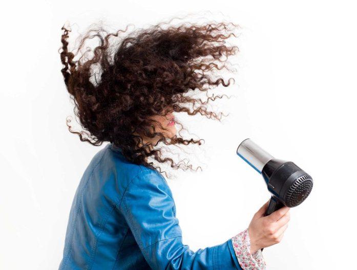 I 5 requisiti indispensabili di un phon per capelli ricci: la potenza - Ricciomatto