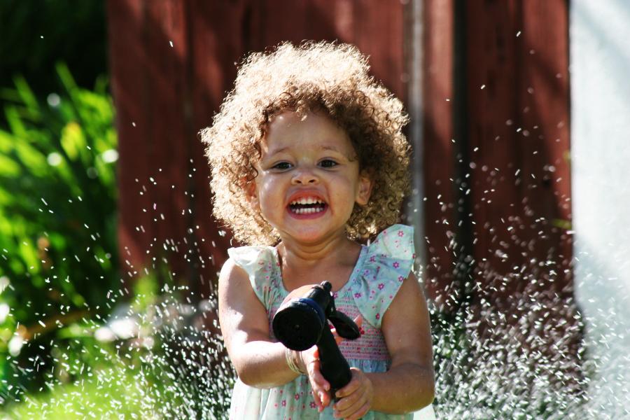 Come sistemare i capelli ricci dei bambini  7 prodotti indispensabili 495e25e25f5b