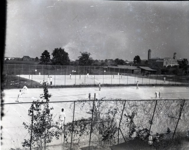 Glass tennis with shed 1929