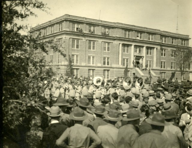 band-trip-c-1927-4-121