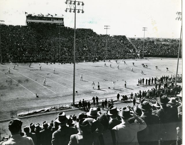 oil-bowl-old-stadium-full-1946-or47-140