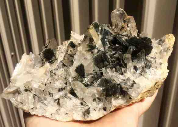 Quartz with dravite
