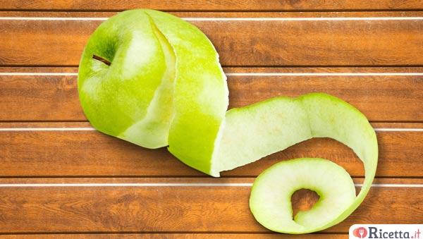 Come sbucciare e tagliare una mela  Ricettait
