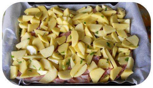 coprite la carne con uno strato di patate
