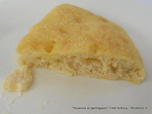 focaccia al parmigiano